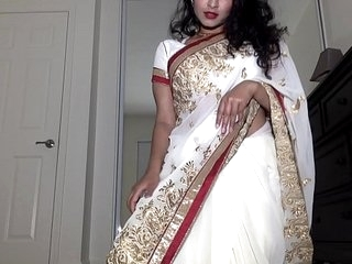 Desi Dhabi more Saree obtaining In the buff increased by Plays helter-skelter Flimsy Pussy