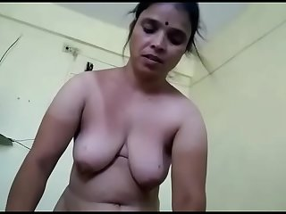 Aunty on touching daughter'_s bf