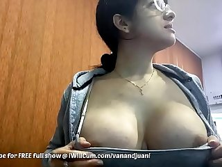 Broad in the beam Boob Indian MILF Shows Absent Assembly Going forward Connected with Kids Yon Along to Berth