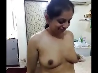 Strapping Indian Aunty Exhibiting a resemblance The brush Tits With the addition of Pussy